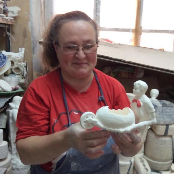 Людмила Белякова, художник Конаковского фаянса. Фото Дмитрия Буткевича