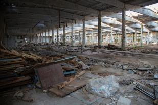 Прошло несколько лет с момента уничтожения завода. Какую пользу извлекли новые хозяева из этих руин? Фото Екатерины Фроловой.