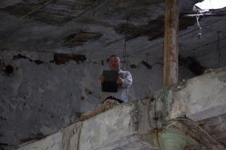 Журналист Дмитрий Буткевич готовит материал для будущей публикации