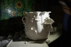 Это форма для вазы еще царских времён. Сколько ей осталось существовать здесь? До первого бульдозера? Фото Екатерины Фроловой.