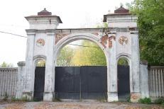 Бывшие заводские ворота. Фото Екатерины Фроловой.
