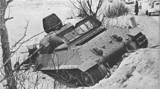 Подбитый танк М.Лукина ни изгибе речки у поворота дороги на Трояново.
