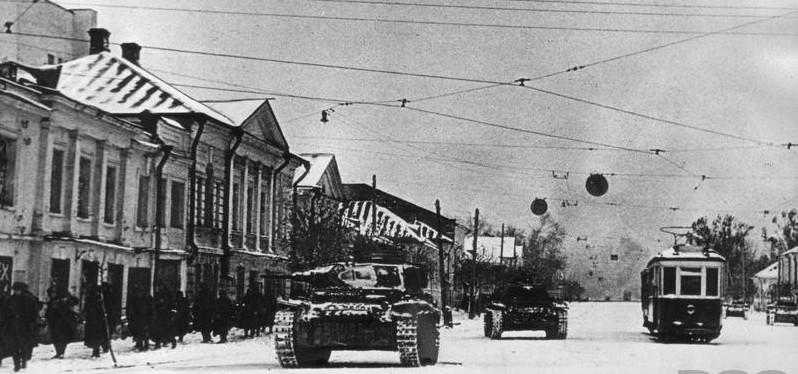 Немецкие танки на улицах Калинина. Октябрь 1941 года.