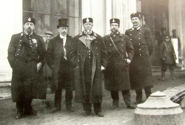 Михаил Хилков и группа служащих министерства путей сообщения